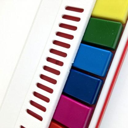 med tangenter i farver