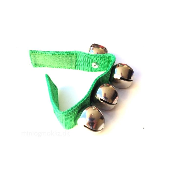 grønt armbånd med bjælder