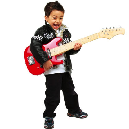 En dreng spiller på en rød elguitar