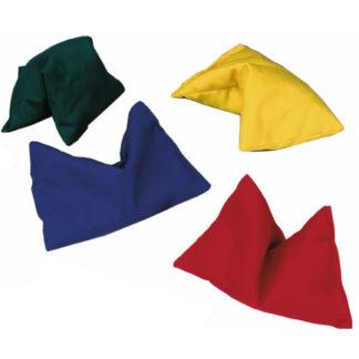 fire store ærteposer i gul, rød, blå og grøn