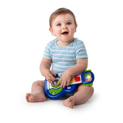 Glad baby leger med musik