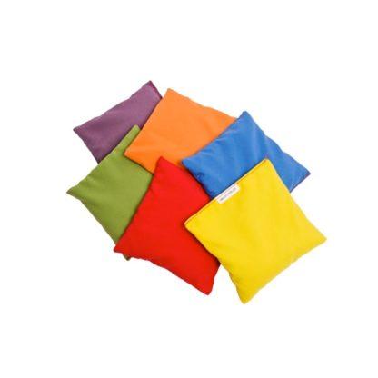 Ærteposer i gul, rød, blå, orange, grøn og lilla
