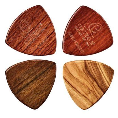 4 guitarplektre lavet af træ